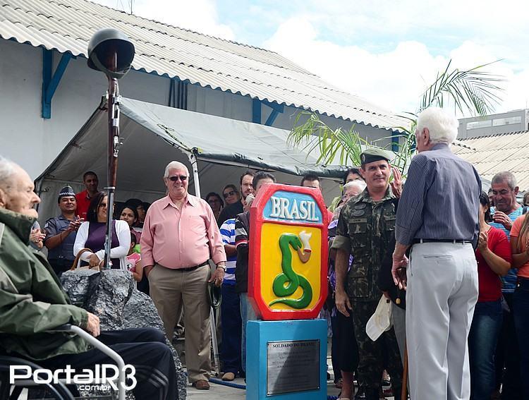 Durante a cerimônia foi inaugurado um momento em homenagens aos ex-combatentes de Pindamonhangaba. (Foto: Luis Claudio Antunes/PortalR3)