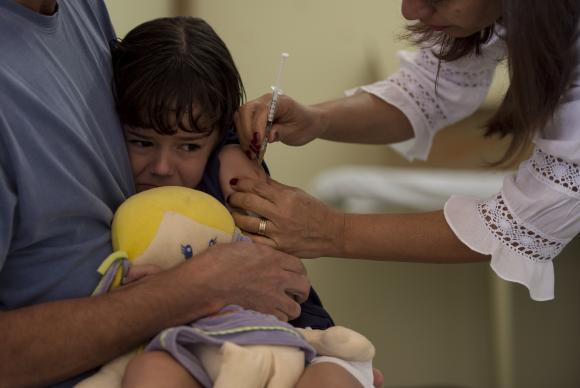 Devem receber a dose da vacina contra gripe  crianças de 6 meses a menores de 5 anos, idosos, trabalhadores da saúde, povos indígenas, gestantes, presos e funcionários prisional. (Foto: Marcelo Camargo/Agência Brasil)