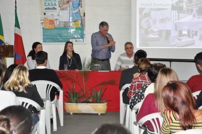 . A solenidade ocorreu no auditório do PAT e contou com a presença de professores, autoridades e demais convidados. (Foto: Divulgação/PMP)
