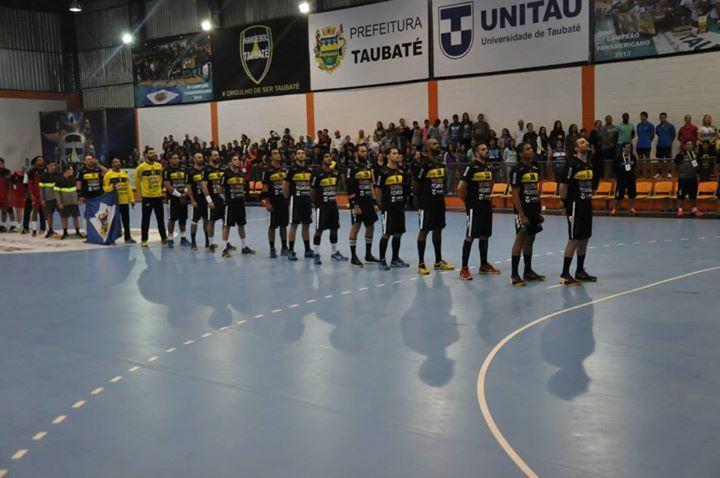 Time taubateano se apresenta no jogo de estreia. (Foto: Divulgação)