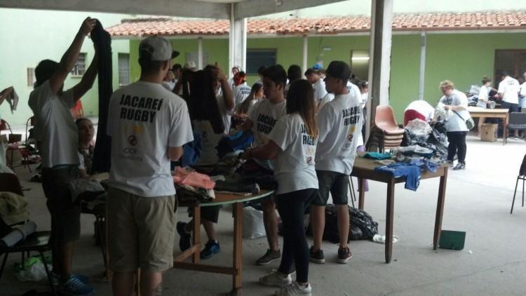 Primeira ação realizada por atletas, no sábado, dia 23. (Foto: Divulgagção/CCR NovaDutra)