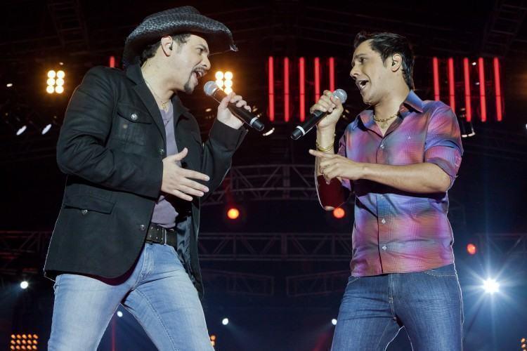 Fechando a programação, no domingo, às 20h, a dupla sertaneja Roger & Rogério. (Foto: Divulgação/PM)