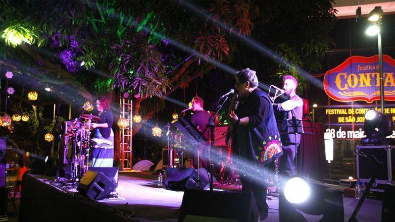 Formada por Rosana Brito, Isabella Ladeira e Gutti Mendes, a banda apresentou um repertório com sucessos de grandes compositores brasileiros, além de canções de autoria própria. (Foto: Antonio Basilio/PMSJC)