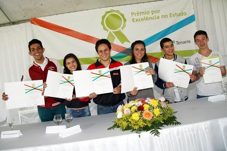 Em evento realizado na manhã da terça-feira (9), no Clube da ADC Confab, estudantes do ensino médio de Pindamonhangaba receberam diplomas pelo mérito da conquista. (Foto: Maurício Campello/Tenaris)