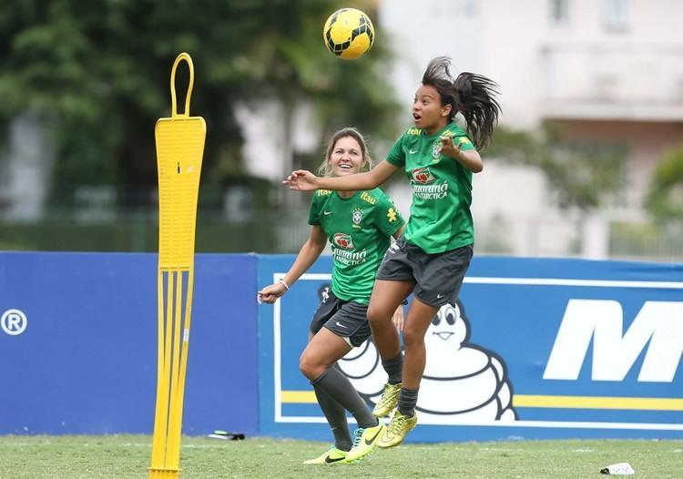 Meninas do Brasil continuam fazendo bonito no Canadá. Na foto, Rachel e Gabi durante treino na Granja Comary. (Foto: Rafael Ribeiro/CBF)