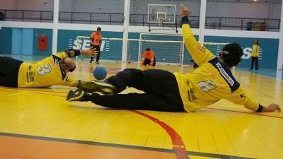 Agora, os paratletas treinam para o IV Desafio Interestadual de Goalball, que será neste sábado (27), no Poliesportivo da Vila Maria. (Foto: Divulgação/PMSJC)