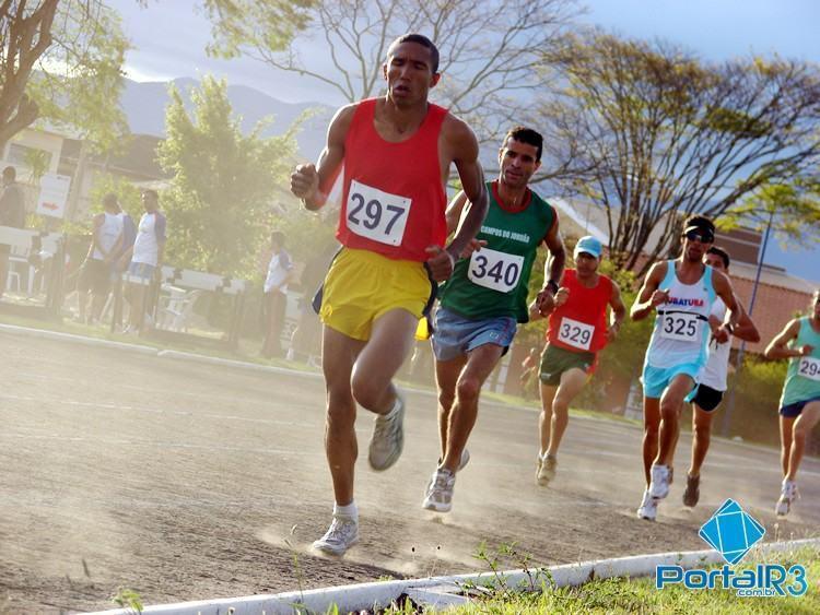A partir do dia 2, atletas entram em ação nos Jogos Regionais de Taubaté. Na foto, prova de atletismo dos Jogos Regionais de 2010, último ano em que a cidade sediou a competição. (Fotos: Luis Claudio Antunes/PortalR3)