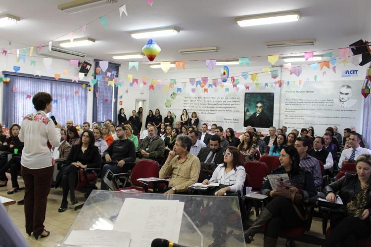 . Mais de 70 empresários associados lotaram o auditório da ACIT. (Foto: Divulgação/ACIT)
