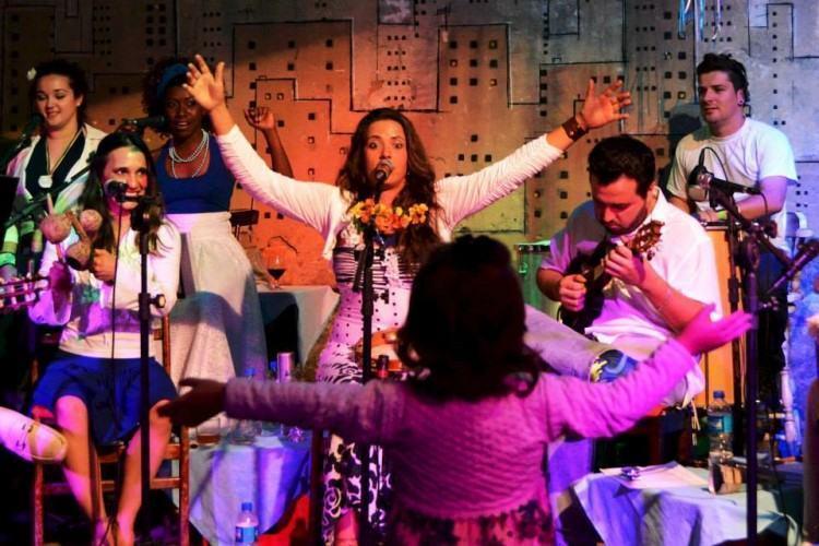 No domingo, 28, é a vez do grupo Mistura e Manda animar os visitantes da Vila Rica com samba de qualidade. (Foto: Divulgação/PMT)