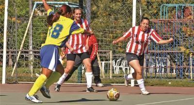 Meninas do futsal prontas para a estrear nos Jogos Regionais. (Foto: Silas Azocar/PMI)