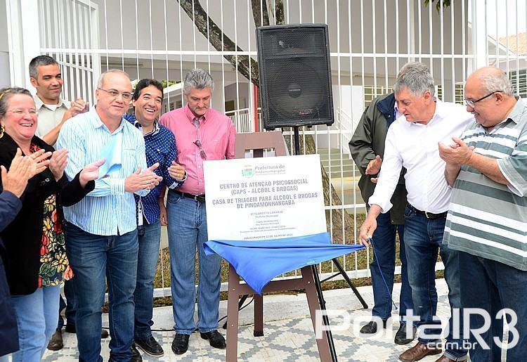 Autoridades na inauguração do novo prédio da Saúde de Pindamonhangaba. (Foto: Luis Claudio Antunes/PortalR3)