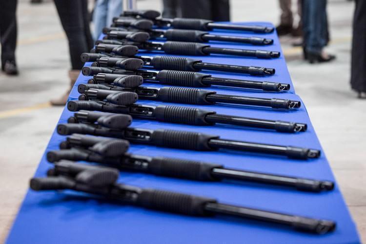 Foram entregues 123 espingardas para a Polícia Civil da região do Vale do Paraíba e Litoral Norte. (Foto: Caio Cestari/Governo do Estado)