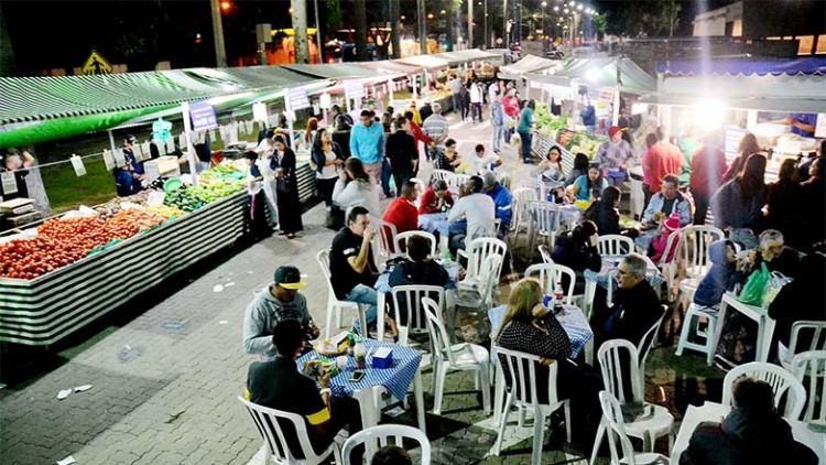 A Feira Noturna acontece todas as quartas-feiras, das 17h ás 22h, na Avenida Olivo Gomes, ao lado da entrada principal do Parque da Cidade, em Santana, na região norte da cidade. (Foto: Tião Martins/PMSJC)