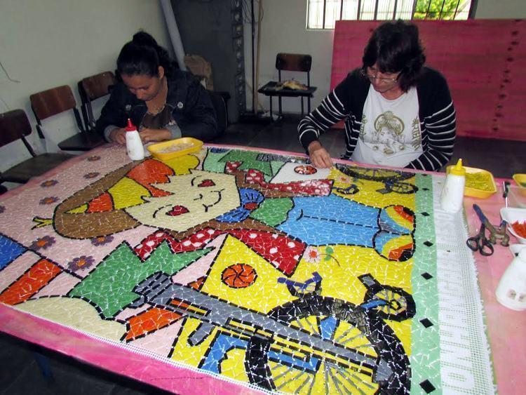 Em Pinda, Palacete 10 de Julho recebe mosaico da artista Claudia Blanco