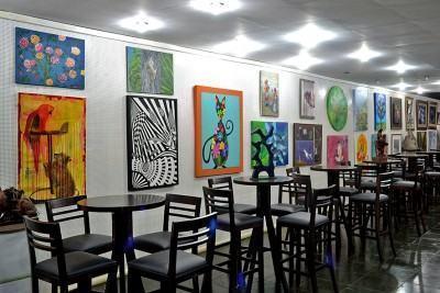 No Galpão das Artes, na Cocaia, está em exposição a Mostra de Arte Coletiva, com diversas telas de artistas plásticos locais. (Foto: Silas Azocar/PMI)