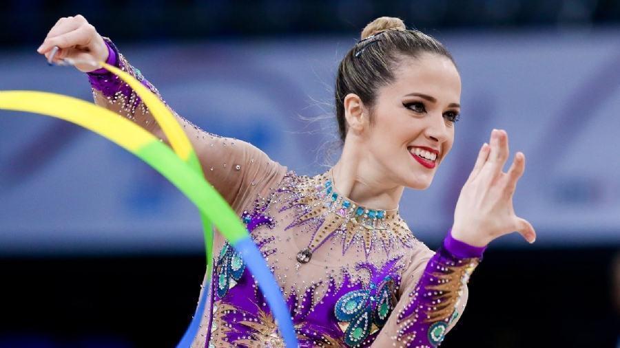 Natália Gaudio garante vaga na ginástica rítmica do Rio 2016