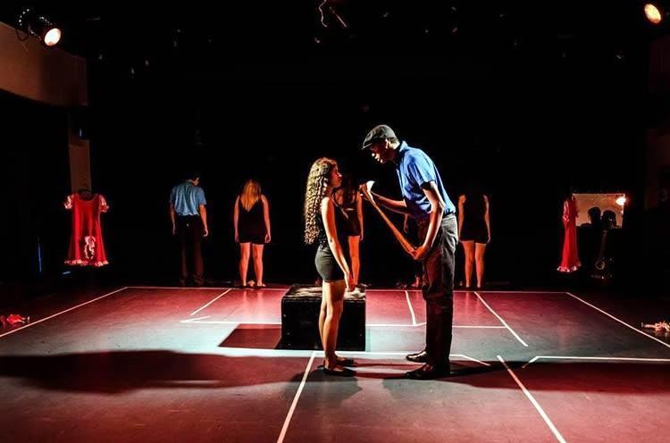 Festil começa com o espetáculo adulto Casa de Bonecas, com o Teatro Laboratório Fêgo Camargo, de Taubaté. (Foto: Divulgação)