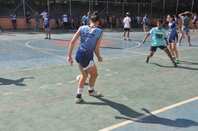 0a7b174860fa6 Taubaté  meninas do futsal visitam alunos pelo projeto Atleta na Escola