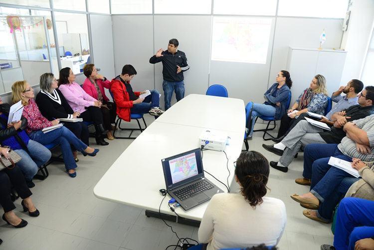 Organizadores acertam últimos detalhes para a competição em Caraguatatuba. (Foto: Foto: Gianni D'Angelo/PMC)