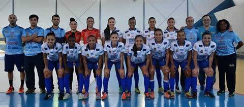 Futsal feminino de São José estreia com goleada nos JR em Caraguá