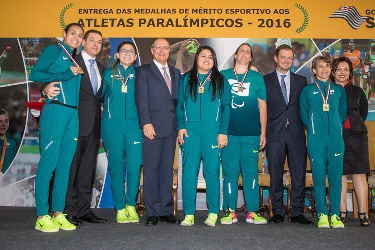 Atletas paralímpicos recebem Prêmio de Mérito Esportivo do Governo do Estado