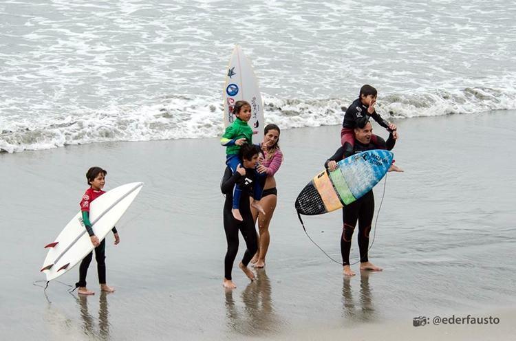 Circuito Estudantil de Surf integra estudantes e famílias em Ubatuba