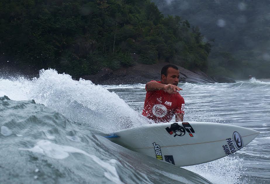Ubatuba recebe torneios de surf nos finais de semana