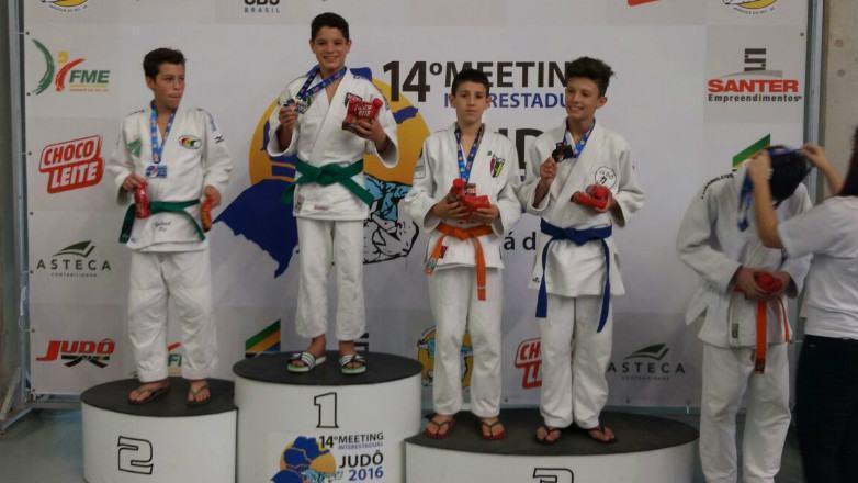 Joseenses levam título nacional de judô em Santa Catarina