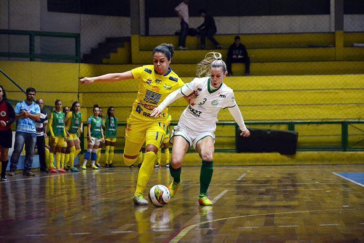 Meninas do futsal joseense empatam na 1ª partida da semifinal no Paulista