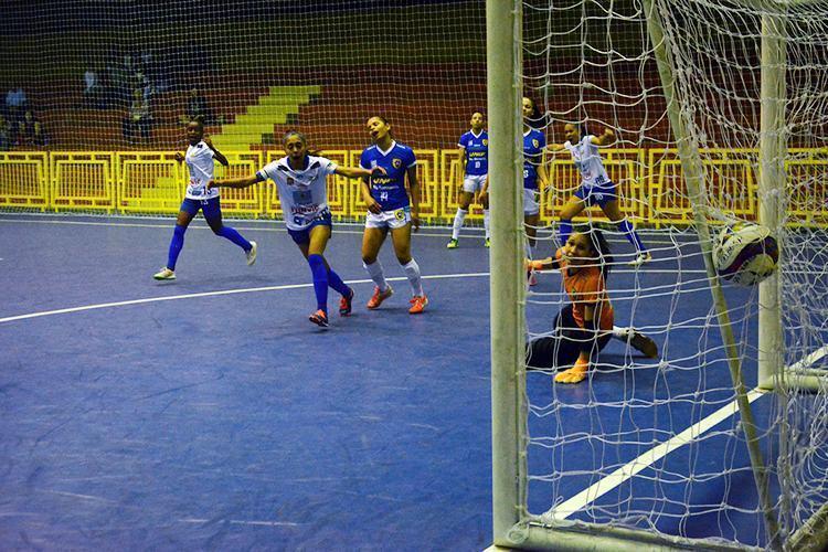 Joseenses vencem e ficam próximas do título do Paulista de Futsal feminino