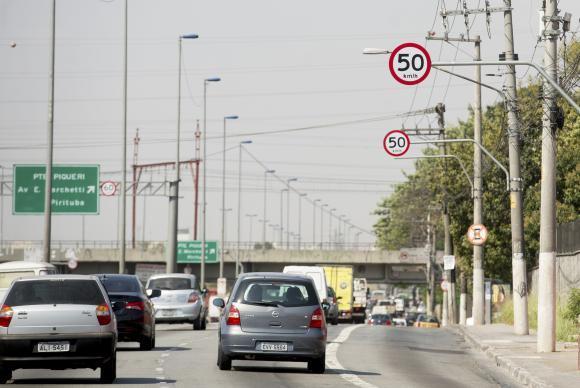 Pesquisa: 54% dos paulistanos aprovam aumento da velocidade nas marginais