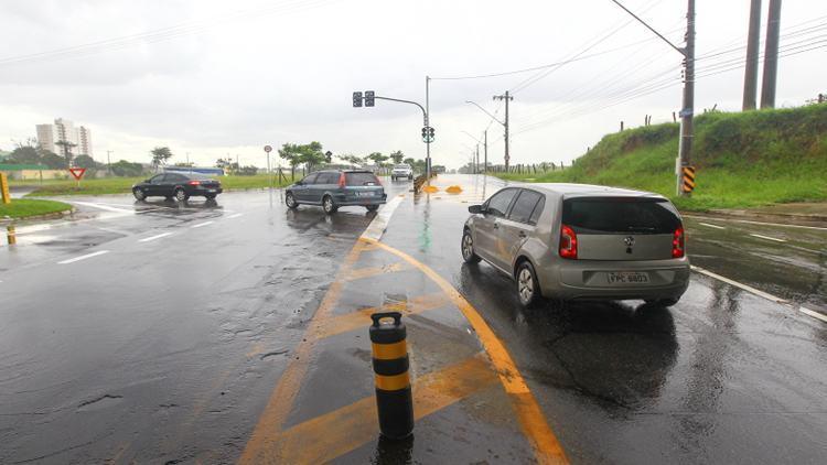 São José regulariza acesso à Via Dutra perto do viaduto Santa Inês