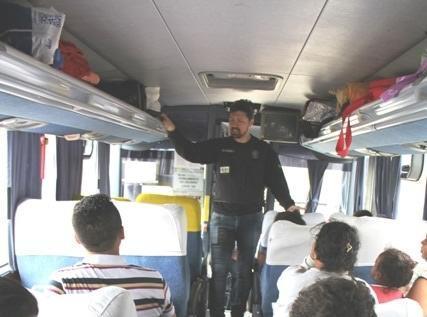 Uso do cinto de segurança em ônibus é tema de campanha na via Dutra