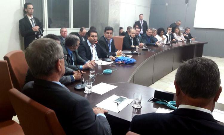 Prefeito de Ilhabela leva reivindicações para Ministro em Brasília