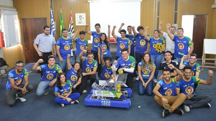 Alunos do Cephas de São José finalizam testes em robô para competição