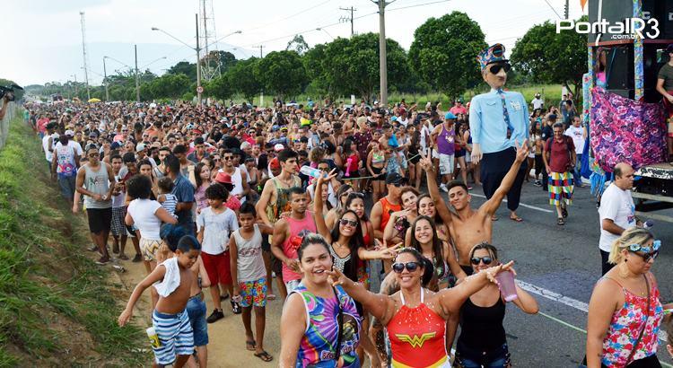 VÍDEO: Bloco do Barbosa faz a alegria de milhares em Moreira César