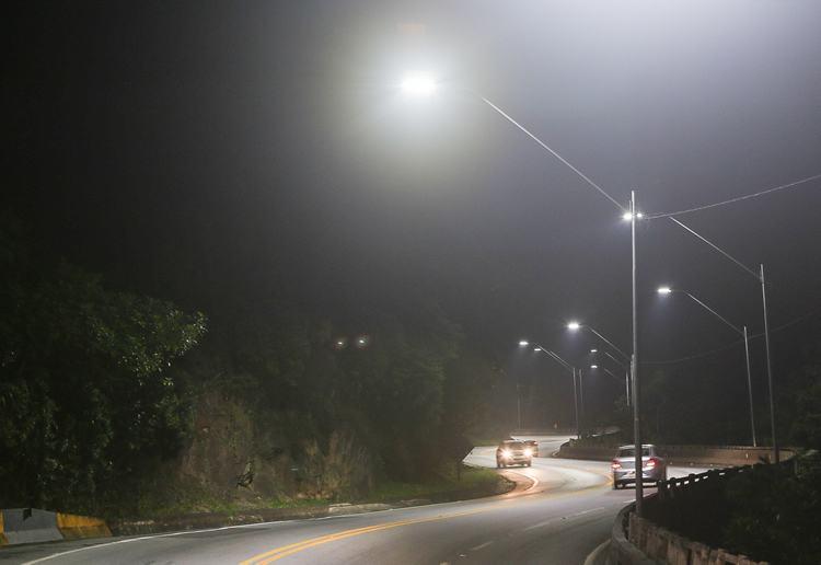 Rodovia Tamoios recebe iluminação em trecho de serra