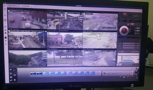 Caraguá faz entre entrega 16 câmeras de monitoramento