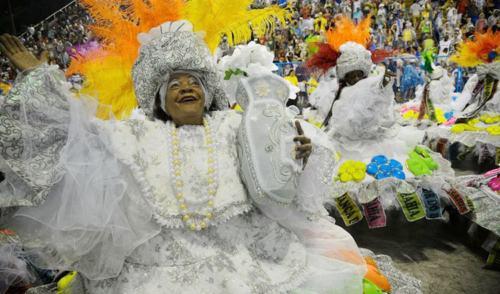 Primeira noite de desfiles do Grupo Especial do Rio tem disputa acirrada