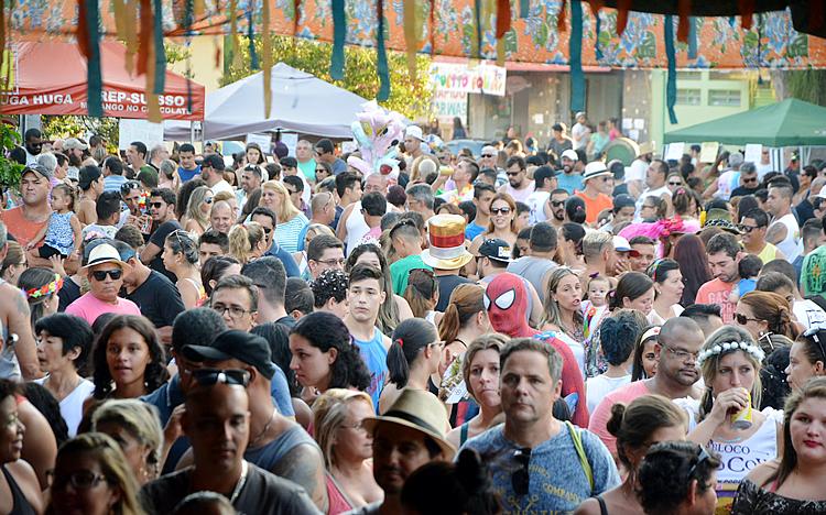 VÍDEO: matinê no Largo do Quartel atraiu grande público em Pinda