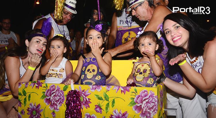 VÍDEO: blocos carnavalescos animaram a avenida em Pinda