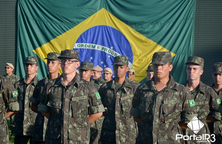 FOTOS: jovens são incorporados às fileiras do Exército em Pinda