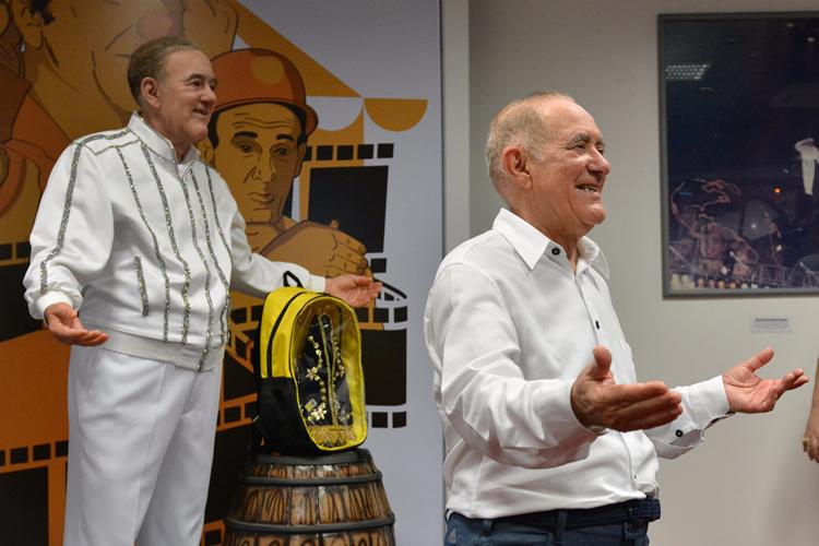 Renato Aragão ganha estátua de cera em museu de Aparecida