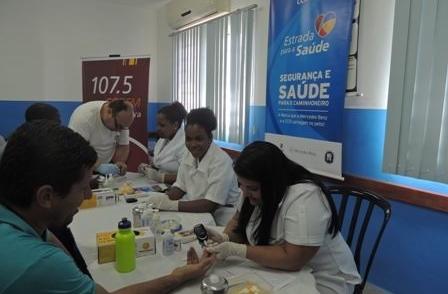 CCR NovaDutra oferece exames e vacinas para caminhoneiros em Roseira