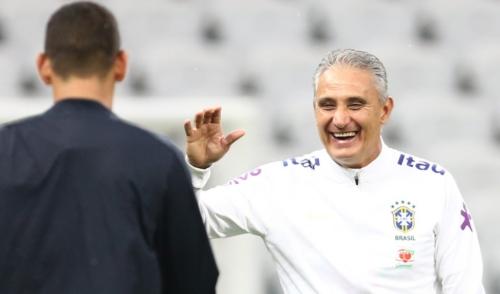 Tite confirma o time para o jogo de hoje contra o Paraguai