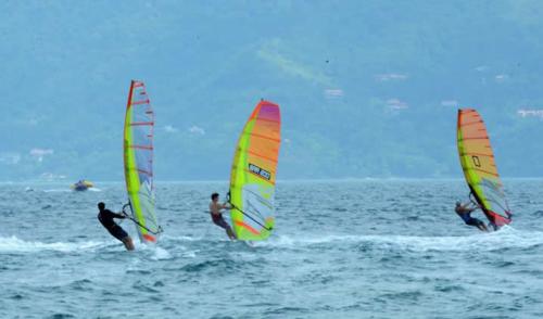 1ª Etapa do Windsurf Slalom em Ilhabela foi disputada por velejadores de todo Brasil