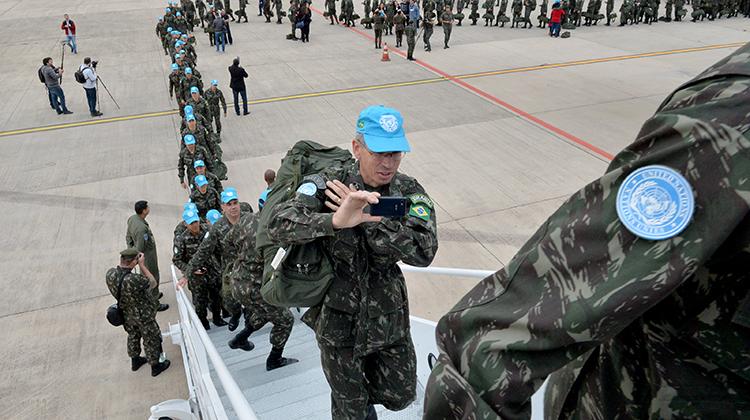 Avião da FAB leva último contingente militar brasileiro ao Haiti
