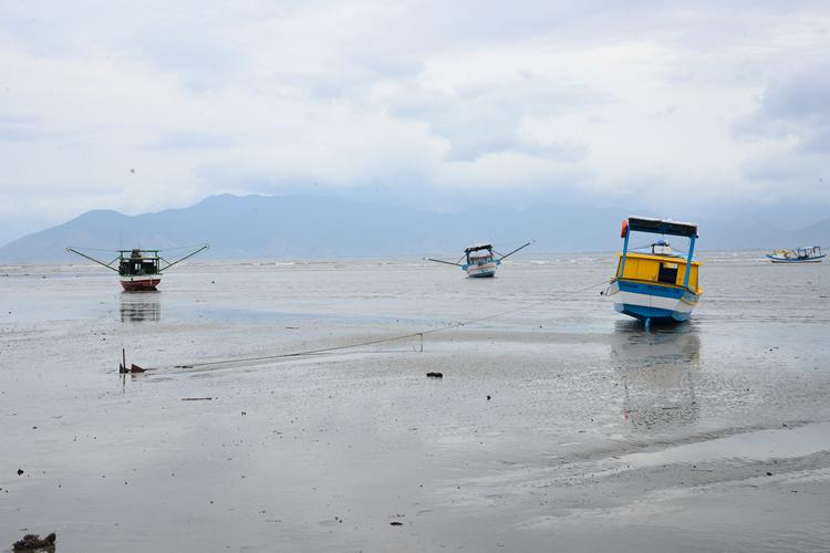 Fenômeno que 'secou' litoral Sul do país provocou grandes ondas e destruição no ES, diz oceanógrafo(foto: Web)
