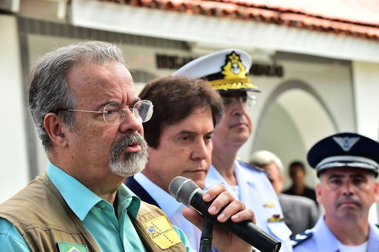 Temer assina decreto que prorroga atuação das Forças Armadas no Rio