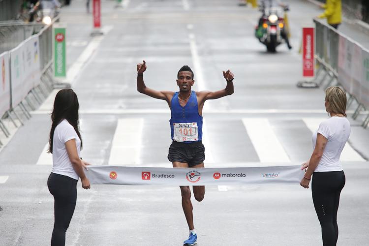 Etíope e queniana vencem corrida de São Silvestre de 2017